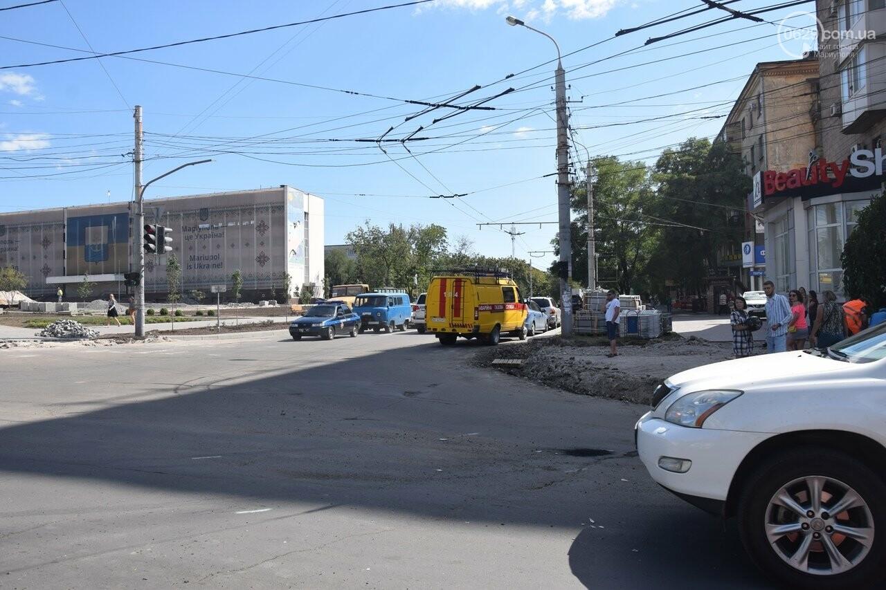 В Мариуполе иномарка столкнулась с автомобилем газовой службы, спешившим на пожар, - ФОТО, ВИДЕО, фото-1
