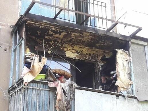 В мариупольской пятиэтажке из-за искры загорелся балкон, - ФОТО, фото-1