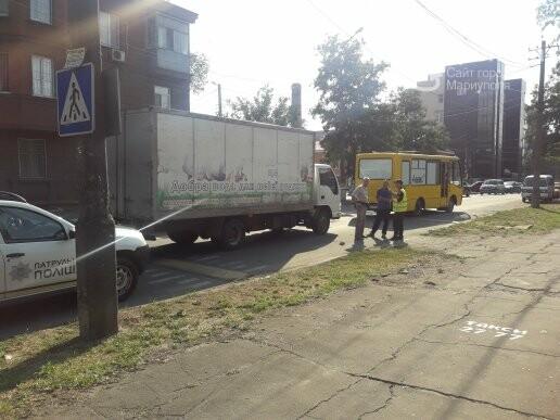 В Мариуполе грузовик врезался в автобус «Богдан», - ФОТО, ВИДЕО, фото-1