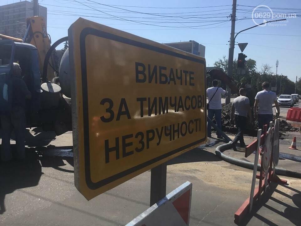 В центре Мариуполя закрыли движение: автомобильные пробки, нарушение ПДД и фонтан из-под земли, - ФОТО, ВИДЕО, фото-14