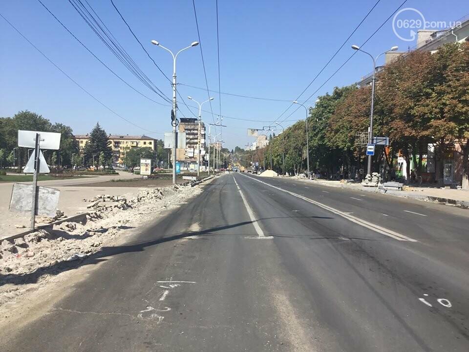 В центре Мариуполя закрыли движение: автомобильные пробки, нарушение ПДД и фонтан из-под земли, - ФОТО, ВИДЕО, фото-11