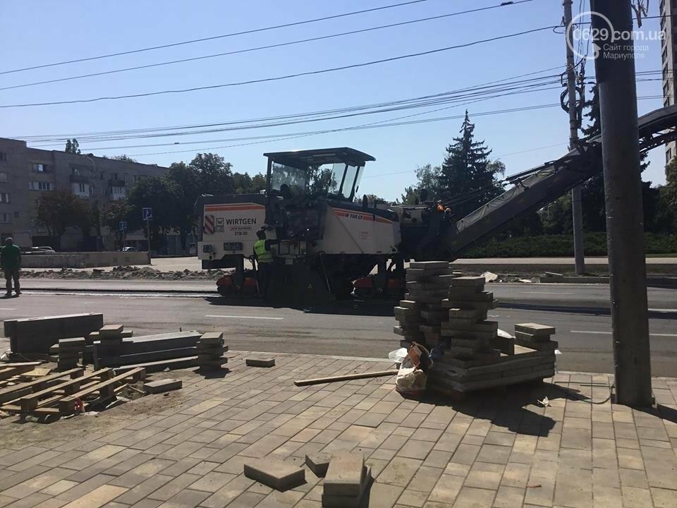 В центре Мариуполя закрыли движение: автомобильные пробки, нарушение ПДД и фонтан из-под земли, - ФОТО, ВИДЕО, фото-13