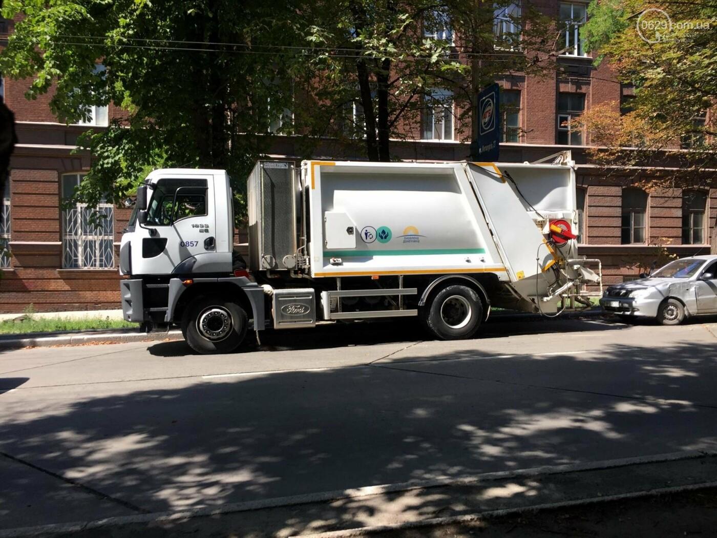 В центре Мариуполя мусоровоз задел легковушку, стоящую в пробке,- ФОТО, ВИДЕО, фото-4