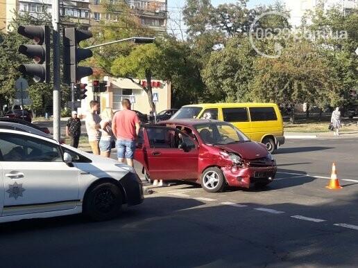 """В Мариуполе столкнулись """"Дэу"""" и """"Шевроле"""". Пострадала женщина, - ФОТО, фото-4"""