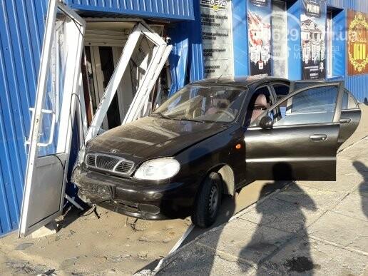 В Мариуполе автомобиль  влетел в магазин,- ФОТО, фото-1