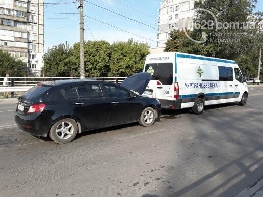 """В Мариуполе девушка на """"Джили"""" протаранила автобус """"Укртрансбезпеки"""", - ФОТО, ВИДЕО, фото-2"""