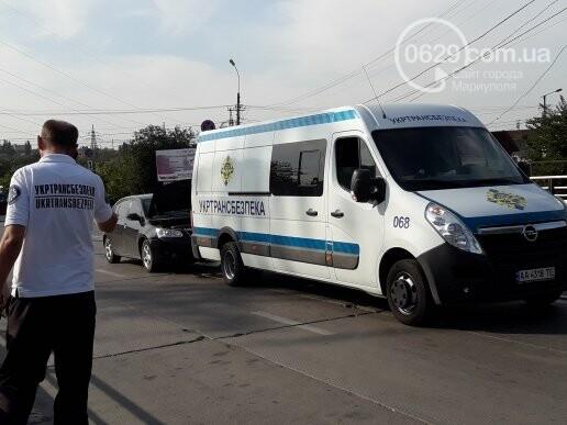 """В Мариуполе девушка на """"Джили"""" протаранила автобус """"Укртрансбезпеки"""", - ФОТО, ВИДЕО, фото-1"""