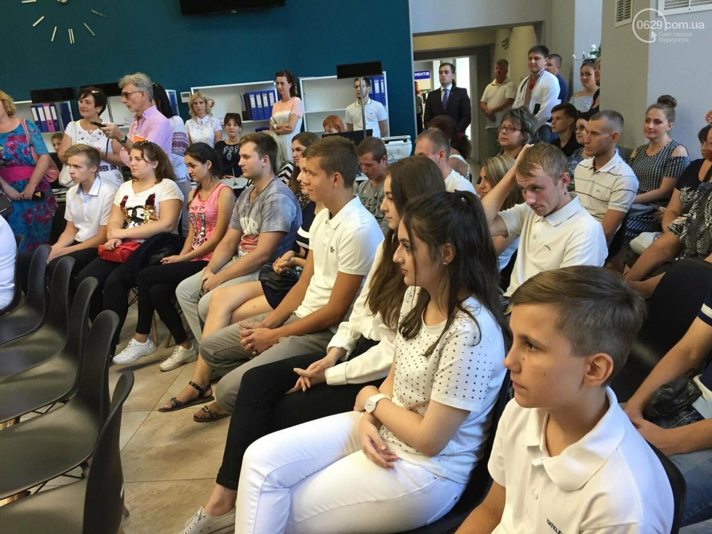 Детям-сиротам в Мариуполе вручили сертификаты на собственные квартиры,- ФОТО, ВИДЕО, фото-6