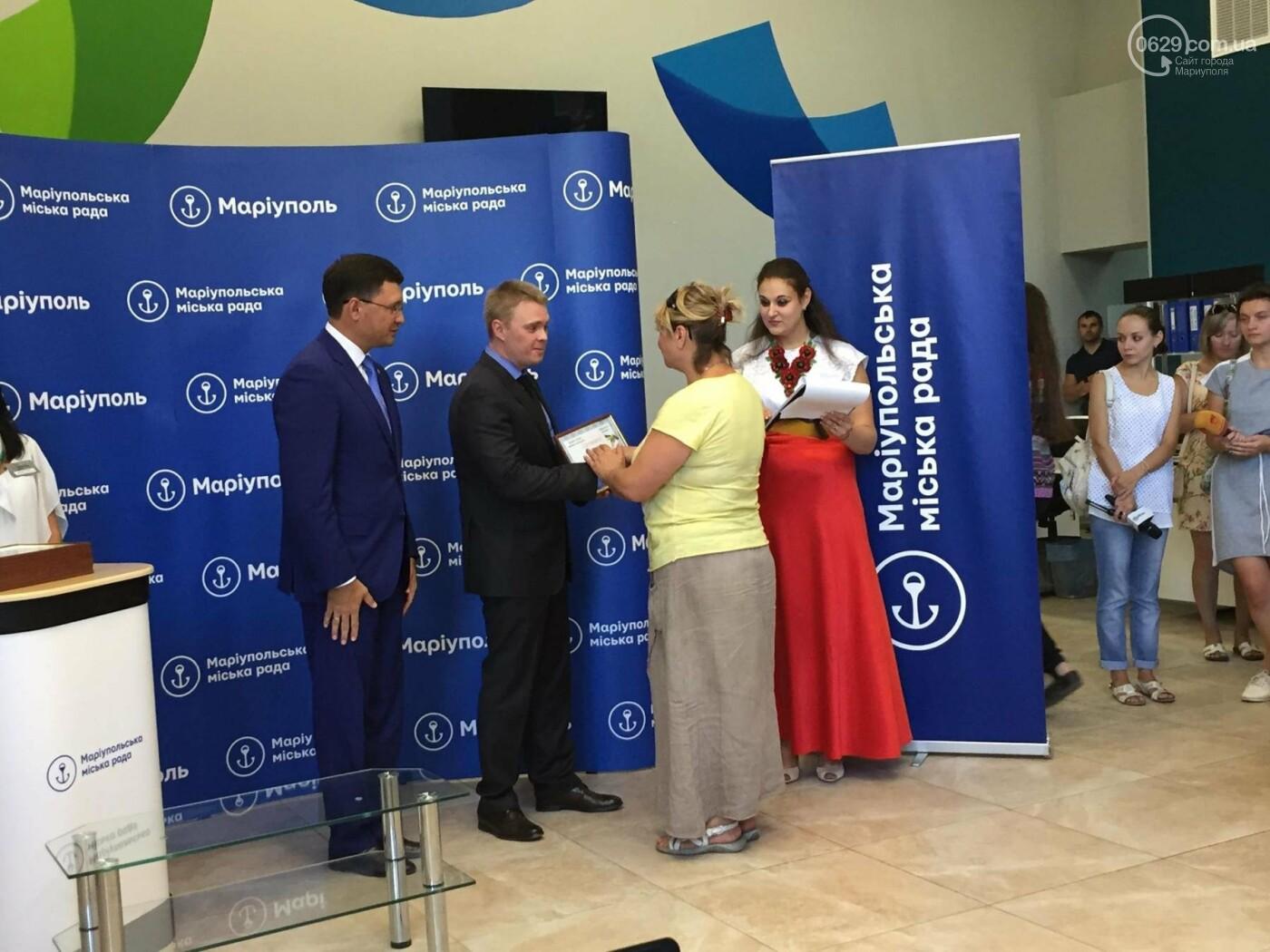 Детям-сиротам в Мариуполе вручили сертификаты на собственные квартиры,- ФОТО, ВИДЕО, фото-3