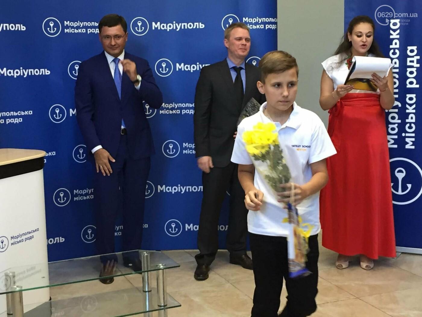 Детям-сиротам в Мариуполе вручили сертификаты на собственные квартиры,- ФОТО, ВИДЕО, фото-2