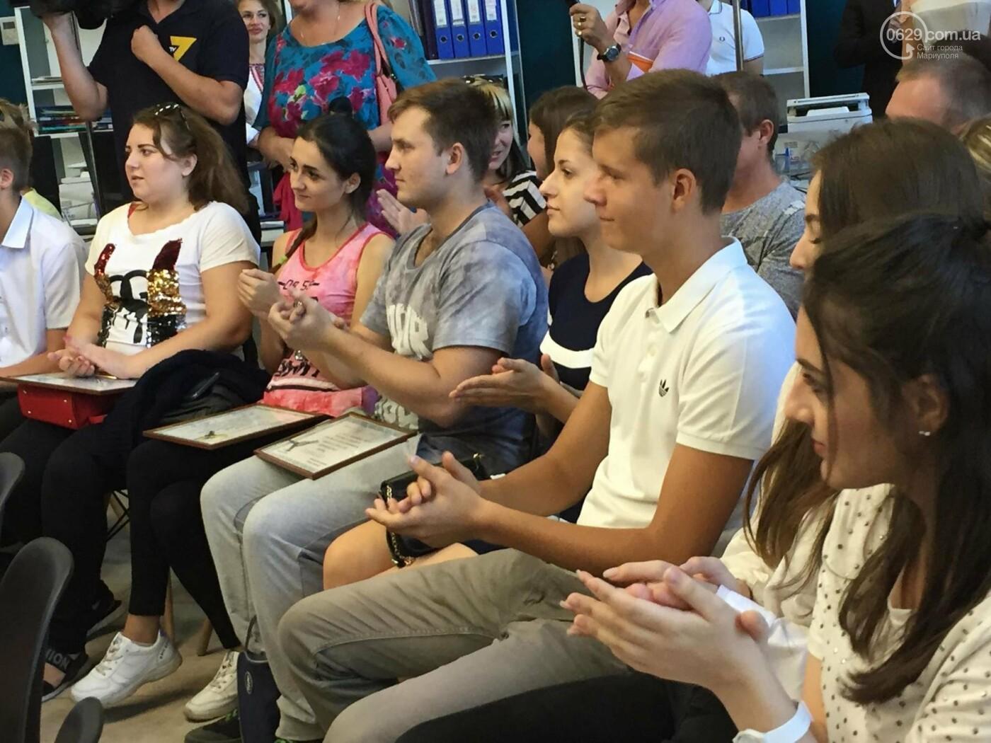 Детям-сиротам в Мариуполе вручили сертификаты на собственные квартиры,- ФОТО, ВИДЕО, фото-7