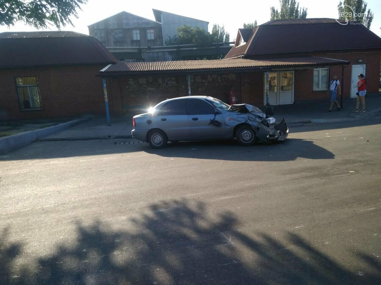 В Мариуполе грузовик протаранил легковушку, - ФОТО - 0629 com ua