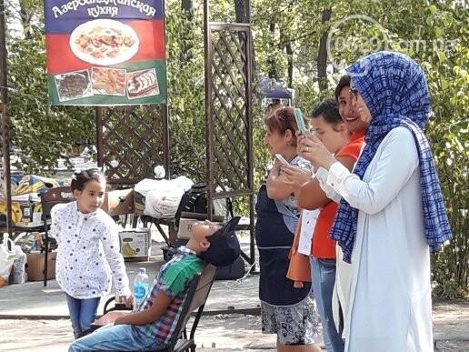 В День независимости мариупольцев кормили блюдами народов мира, - ФОТОРЕПОРТАЖ, фото-4