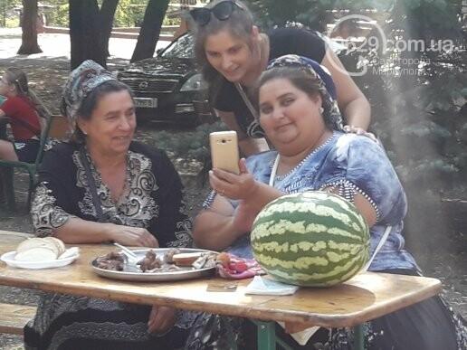В День независимости мариупольцев кормили блюдами народов мира, - ФОТОРЕПОРТАЖ, фото-7