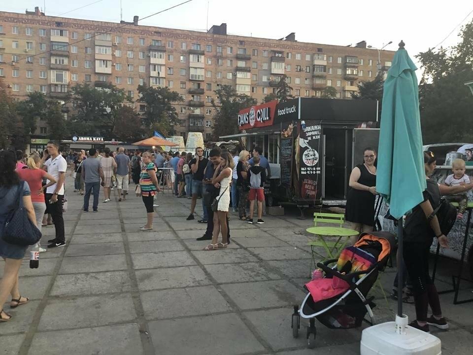 В Мариуполе в честь Дня независимости пели звезды украинской эстрады, - ФОТО, ВИДЕО, фото-15
