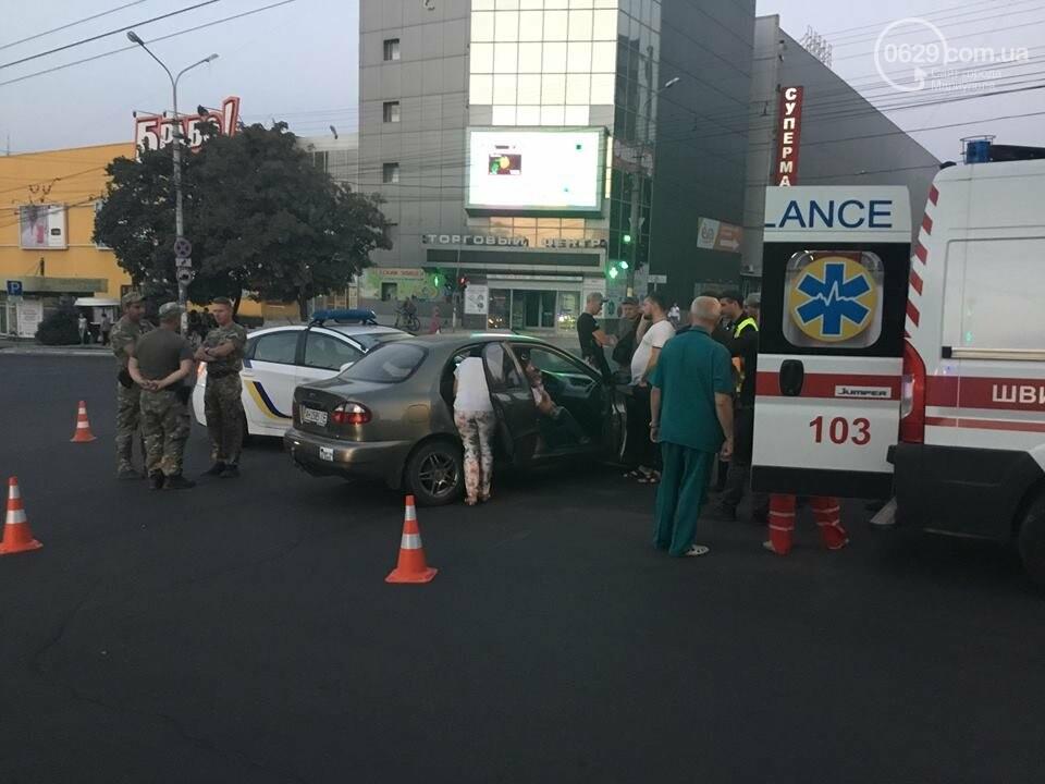 """В Мариуполе полицейский """"Приус"""" столкнулся с """"Дэу"""". Есть пострадавший, - ФОТО, ВИДЕО, фото-4"""
