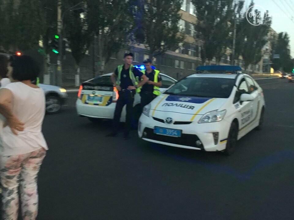 """В Мариуполе полицейский """"Приус"""" столкнулся с """"Дэу"""". Есть пострадавший, - ФОТО, ВИДЕО, фото-5"""