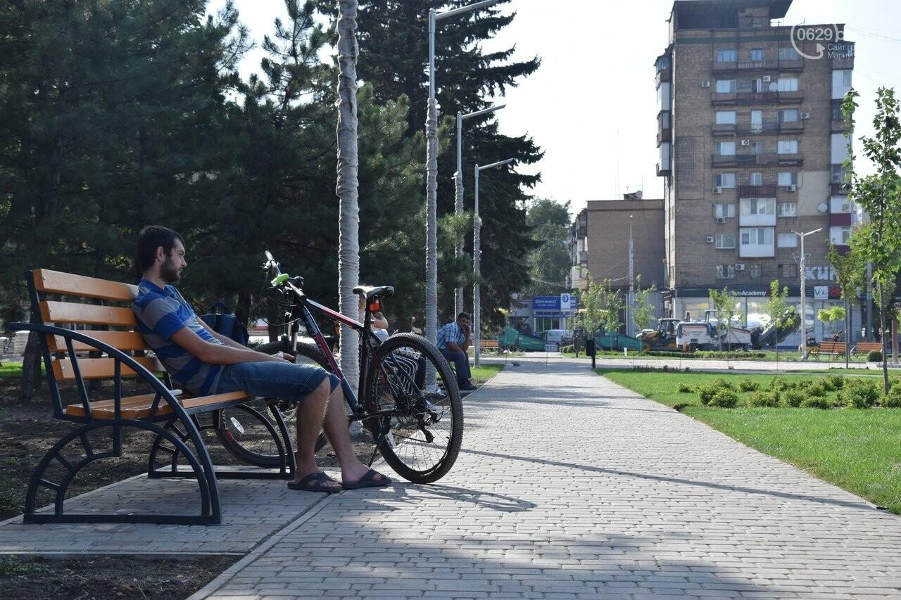 На Греческой площади в Мариуполе засыхают кустарники, но зазеленел газон, - ФОТОРЕПОРТАЖ, ВИДЕО, фото-11