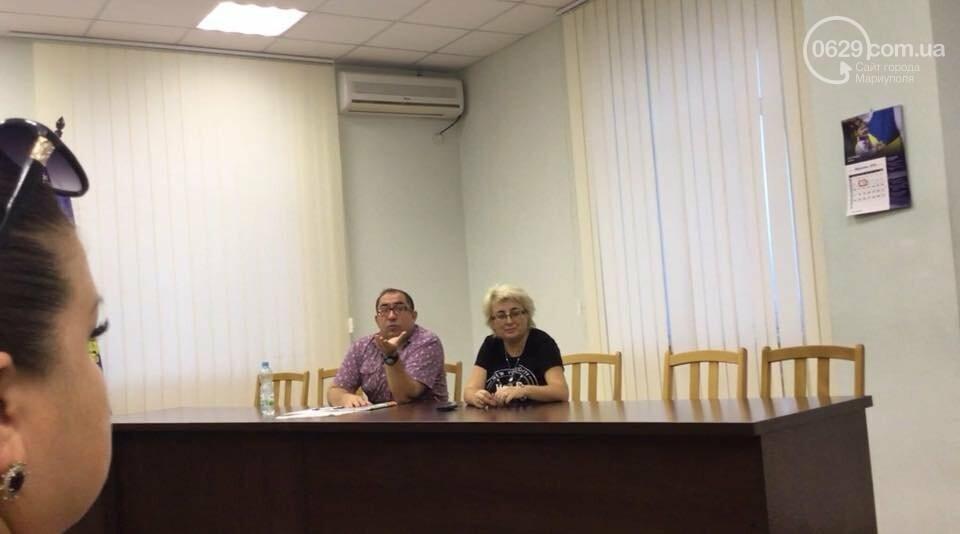 Родители детей ОШ №16 Мариуполя не принимают нового директора,- ФОТО, ВИДЕО, фото-2