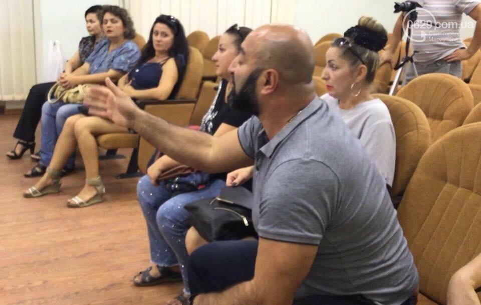 Родители детей ОШ №16 Мариуполя не принимают нового директора,- ФОТО, ВИДЕО, фото-1