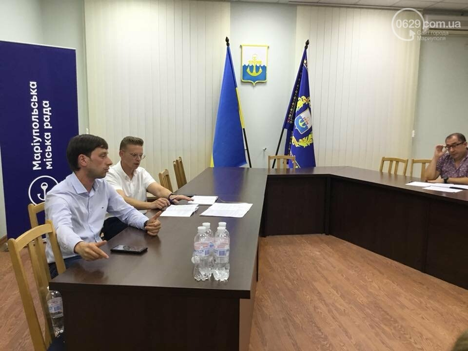 Родители детей ОШ №16 Мариуполя не принимают нового директора,- ФОТО, ВИДЕО, фото-3