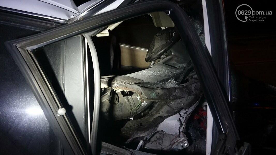 На выезде из Мариуполя автомобиль влетел в дерево, - ФОТО, фото-3