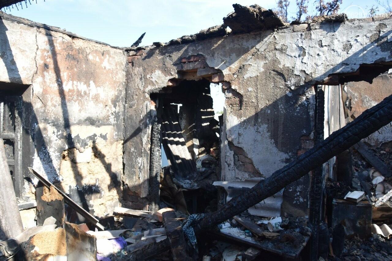 Никому не нужны! В Мариуполе две сестры-пенсионерки живут на пепелище собственного дома, - ФОТО, ВИДЕО, фото-6
