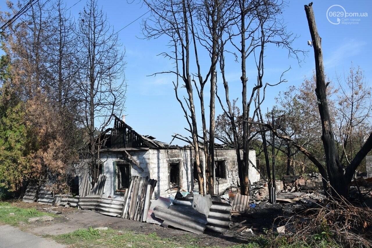 Никому не нужны! В Мариуполе две сестры-пенсионерки живут на пепелище собственного дома, - ФОТО, ВИДЕО, фото-1