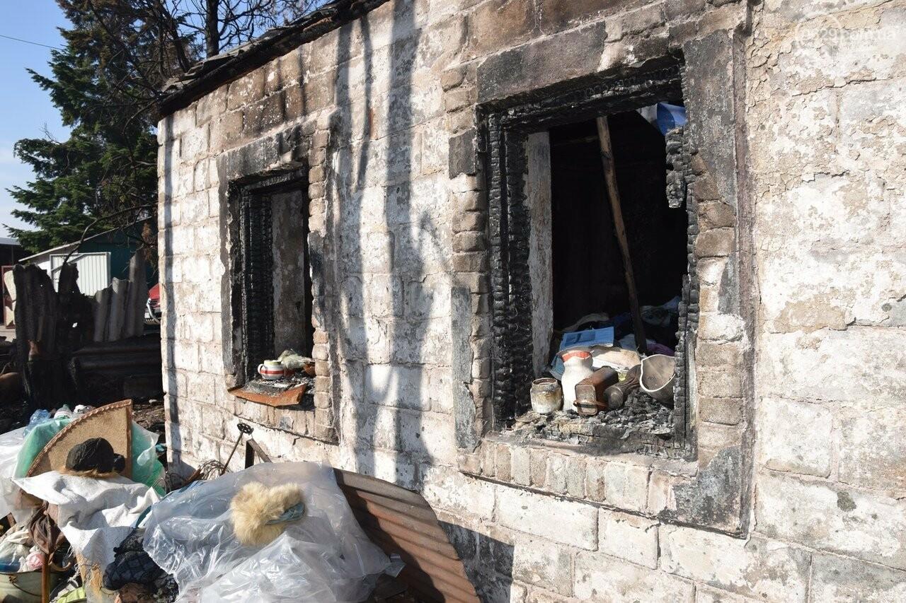Никому не нужны! В Мариуполе две сестры-пенсионерки живут на пепелище собственного дома, - ФОТО, ВИДЕО, фото-15