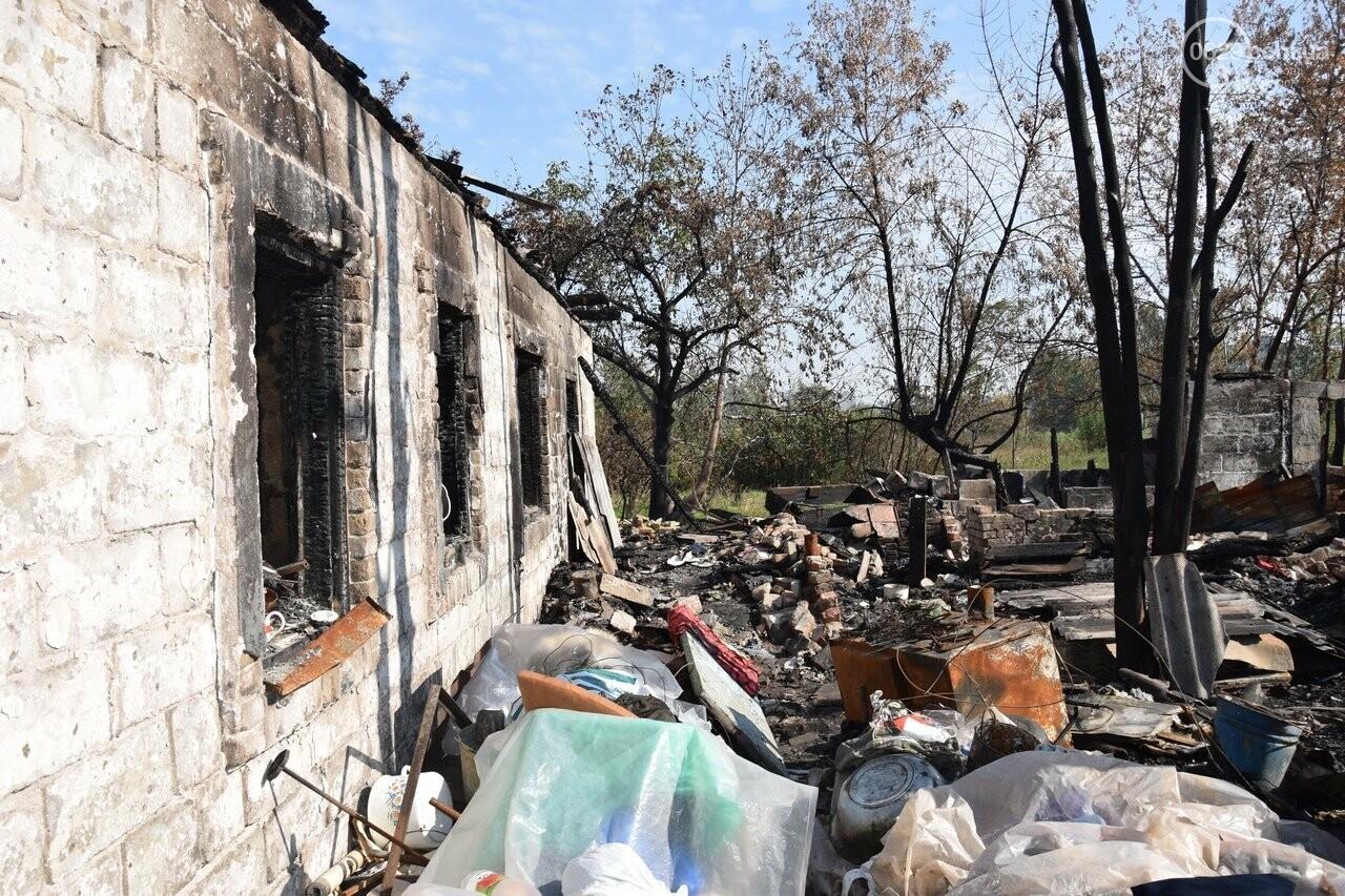 Никому не нужны! В Мариуполе две сестры-пенсионерки живут на пепелище собственного дома, - ФОТО, ВИДЕО, фото-9