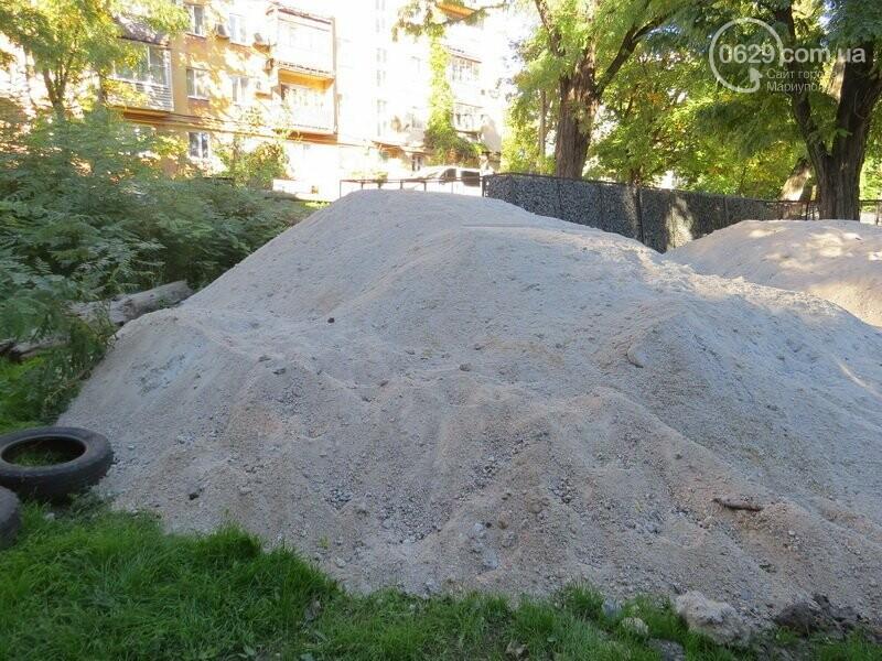 Мариупольский двор засыпают 100 тоннами шлака, - ФОТО, фото-2