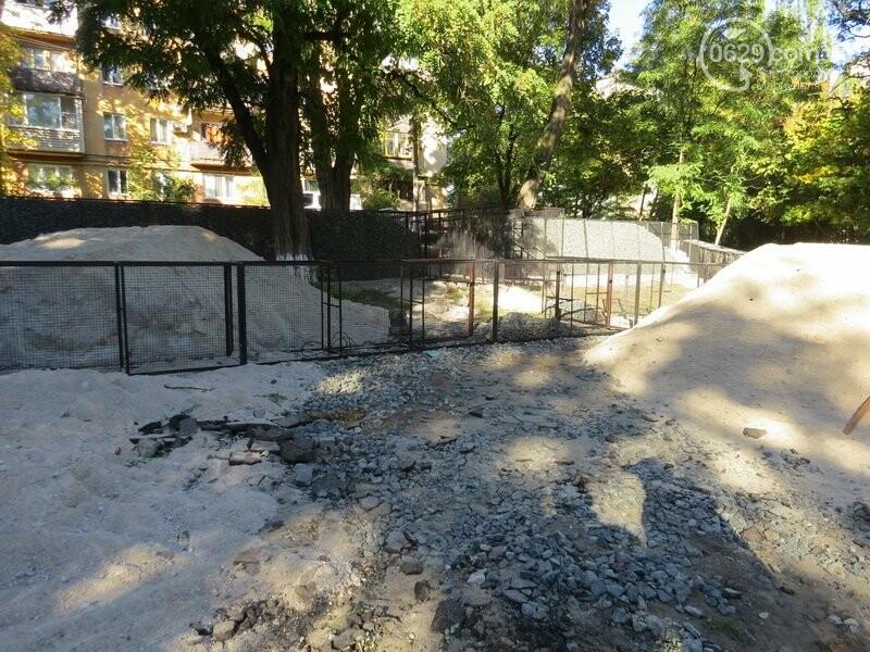 Мариупольский двор засыпают 100 тоннами шлака, - ФОТО, фото-6