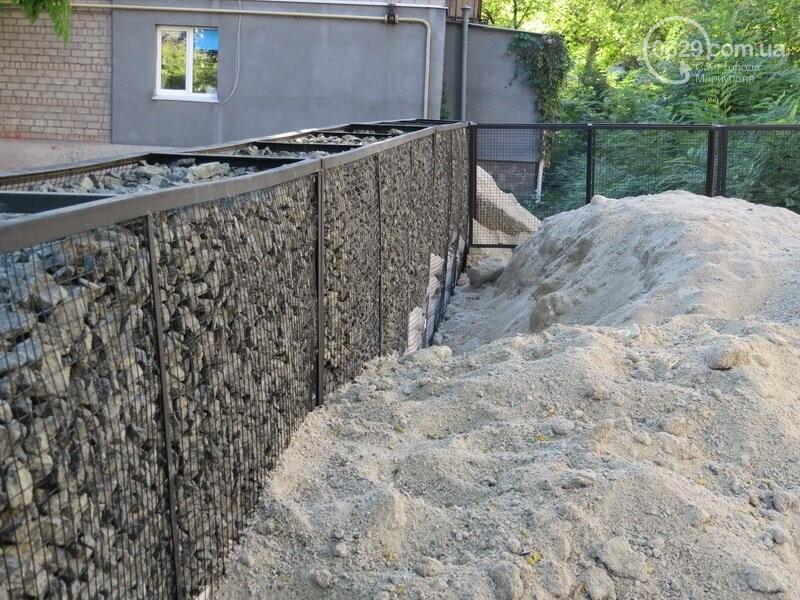 Мариупольский двор засыпают 100 тоннами шлака, - ФОТО, фото-8