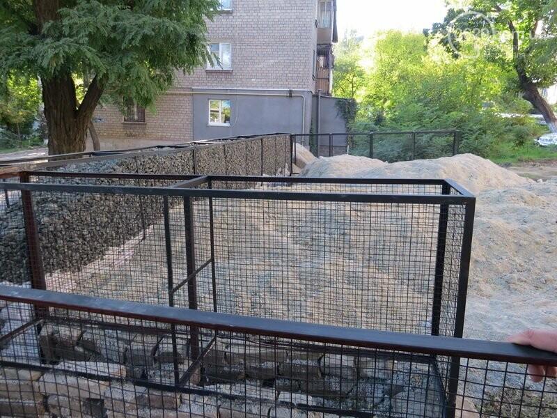 Мариупольский двор засыпают 100 тоннами шлака, - ФОТО, фото-10