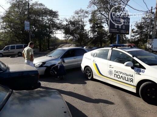 В Мариуполе столкнулись легковушка и трамвай, - ФОТО, фото-4