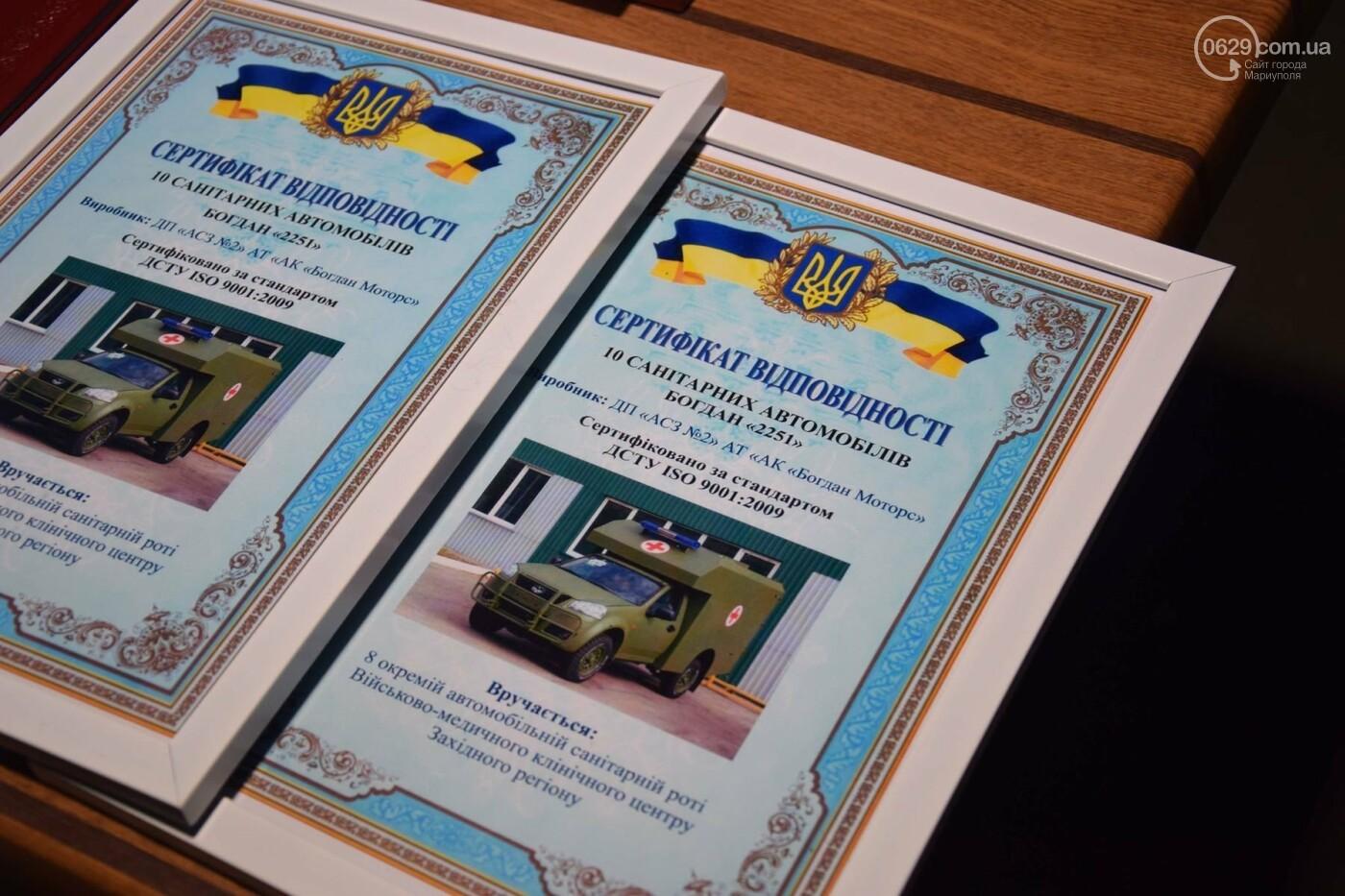 Порошенко подарил военным медикам в Мариуполе 20 современных санитарных автомобилей, - ФОТО, ВИДЕО, фото-3