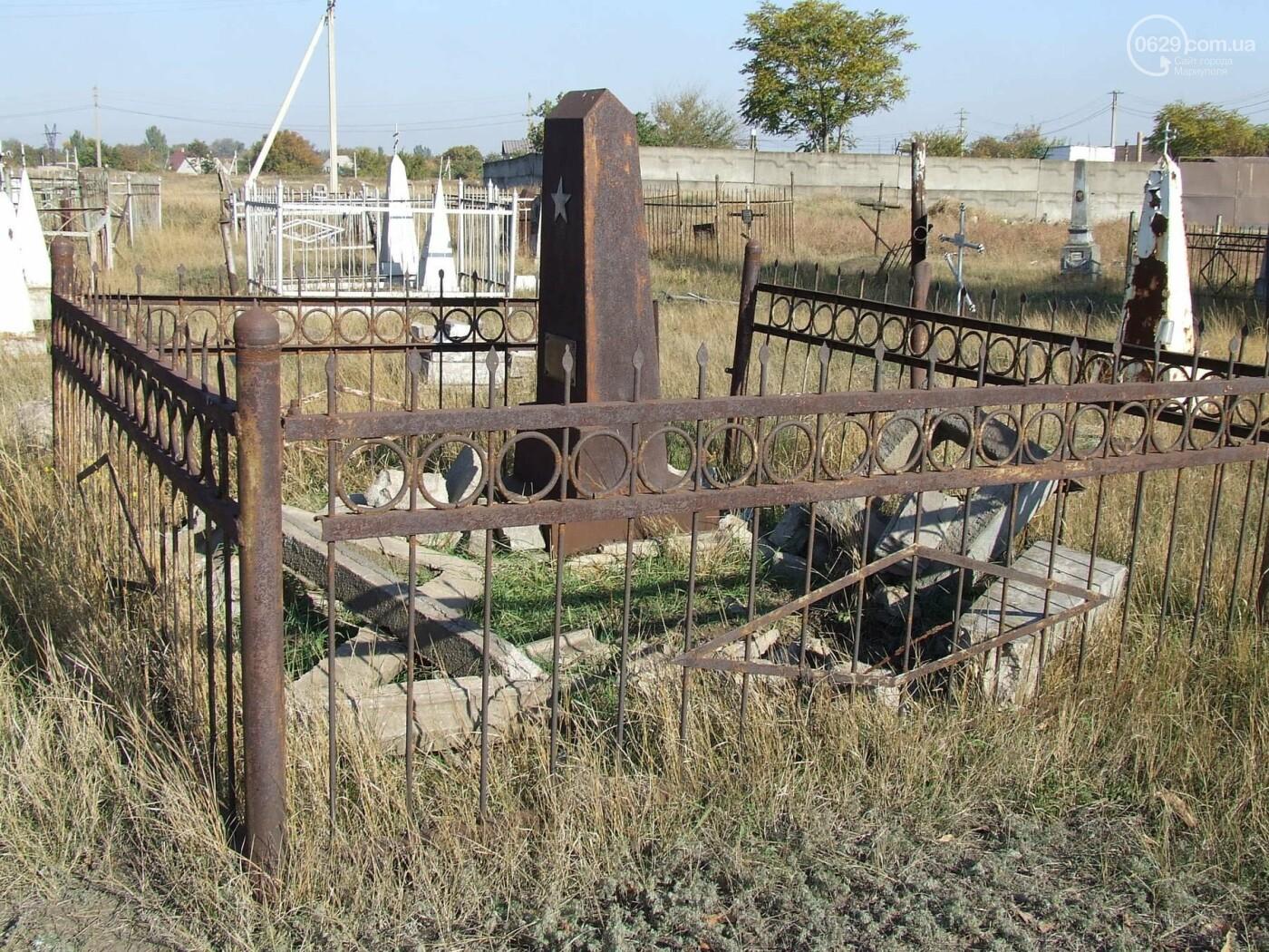 Вандалы разгромили могилы на самом старом кладбище Мариуполя, - ФОТО, фото-5