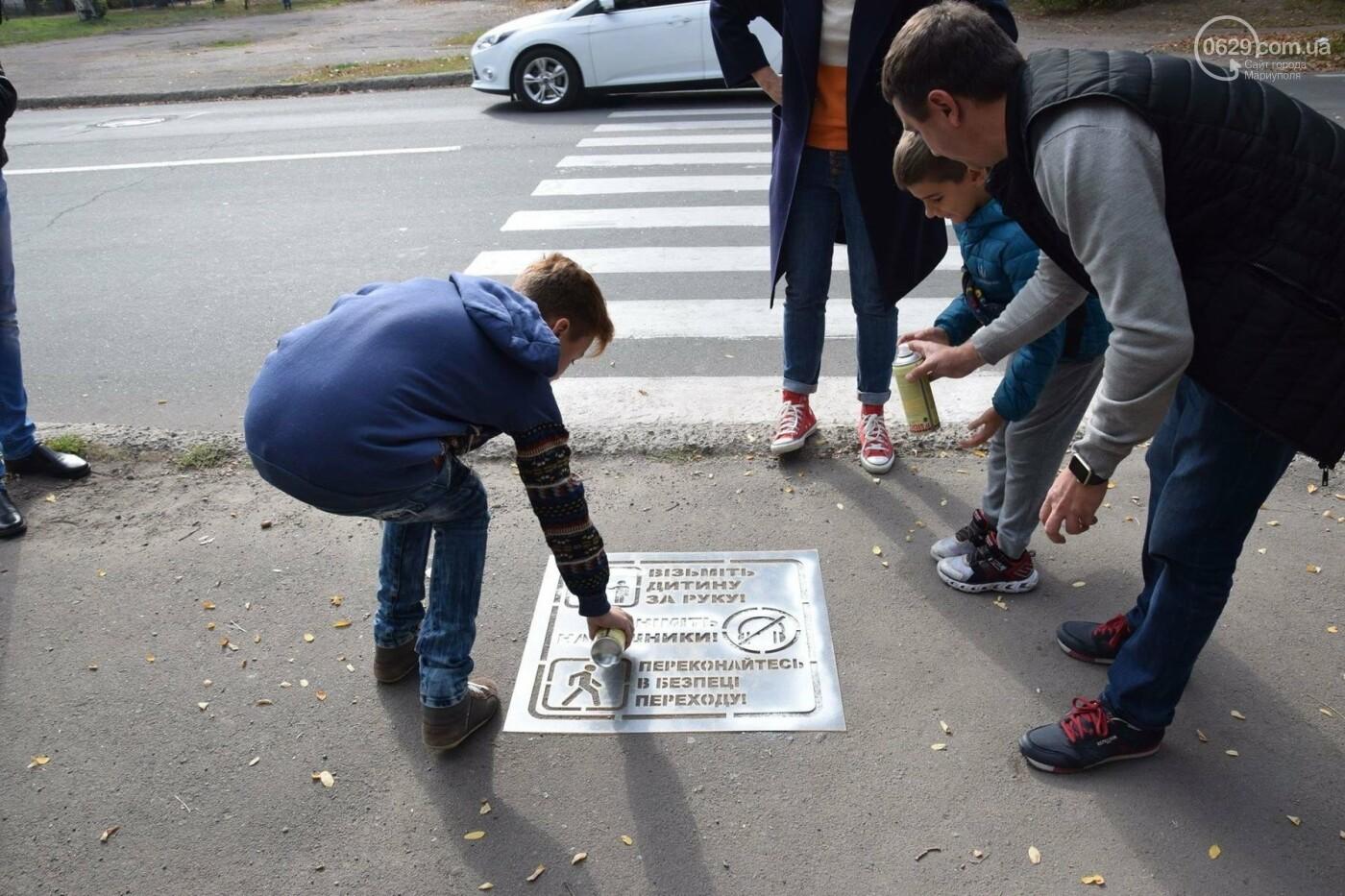 В Мариуполе общественники и патрульные полицейские украшают город необычными трафаретами, - ФОТО, ВИДЕО, фото-3