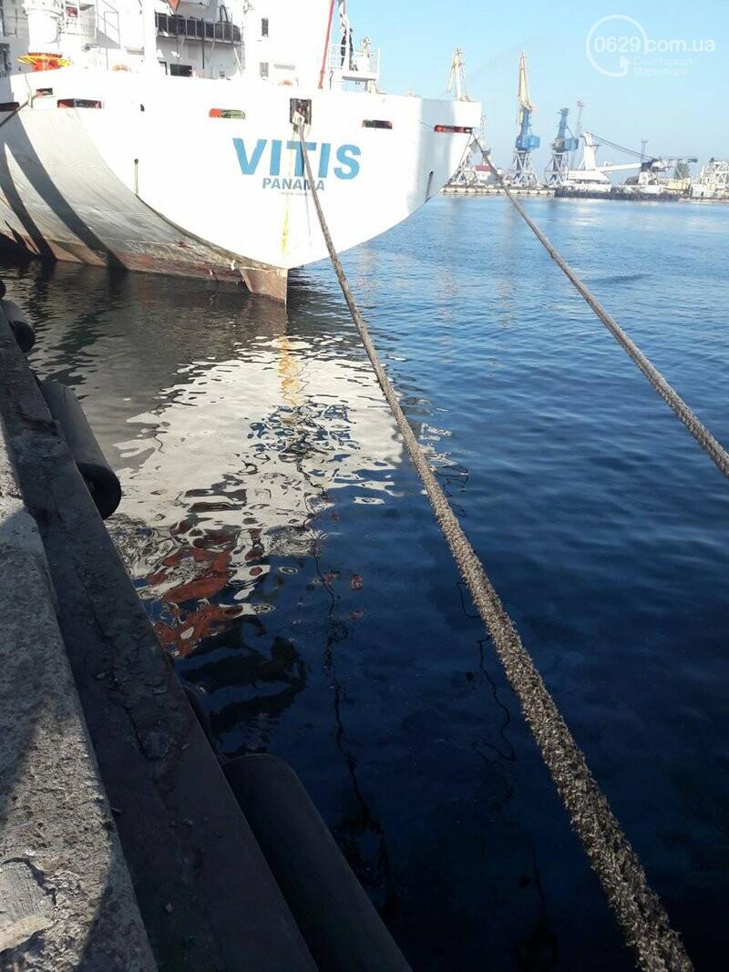 В Мариупольском порту нефтепродукты попали в морскую воду, фото-1
