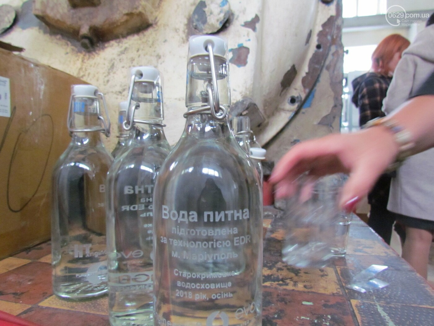 Мэр Мариуполя попробовал очищенную воду на фильтровальный станции в Каменске, - ФОТО, фото-2