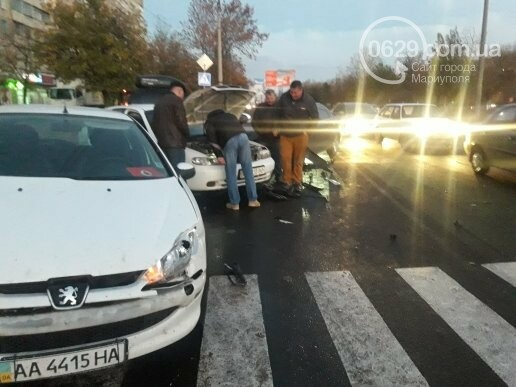 В Мариуполе три иномарки не поделили перекресток, - ФОТО, фото-7