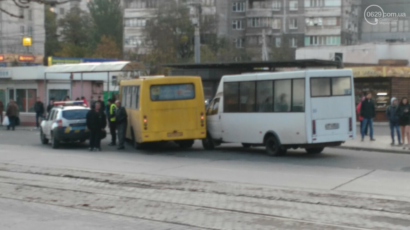 "В Мариуполе на остановке не разъехались ""Рута"" и ""Богдан"", - ФОТОФАКТ, фото-1"