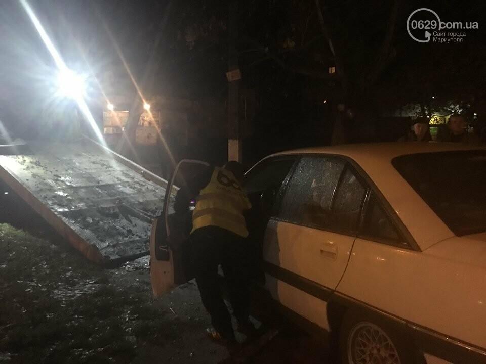 """В Мариуполе """"Опель"""" вылетел на тротуар и сбил женщину, - ФОТО, ВИДЕО, фото-1"""