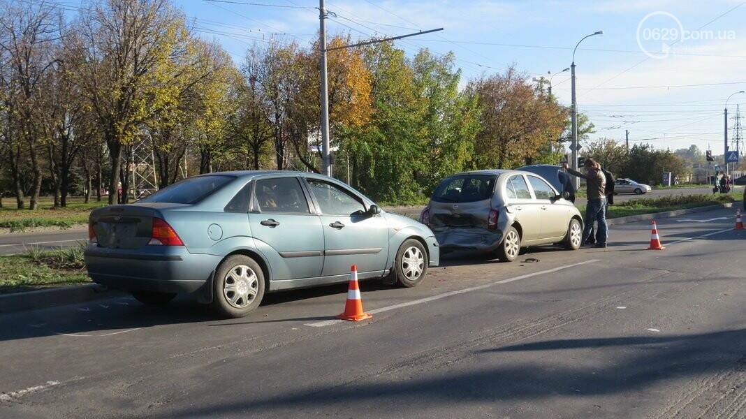 В  Мариуполе на перекрестке столкнулись три иномарки, пострадали двое детей, - ФОТО, фото-12