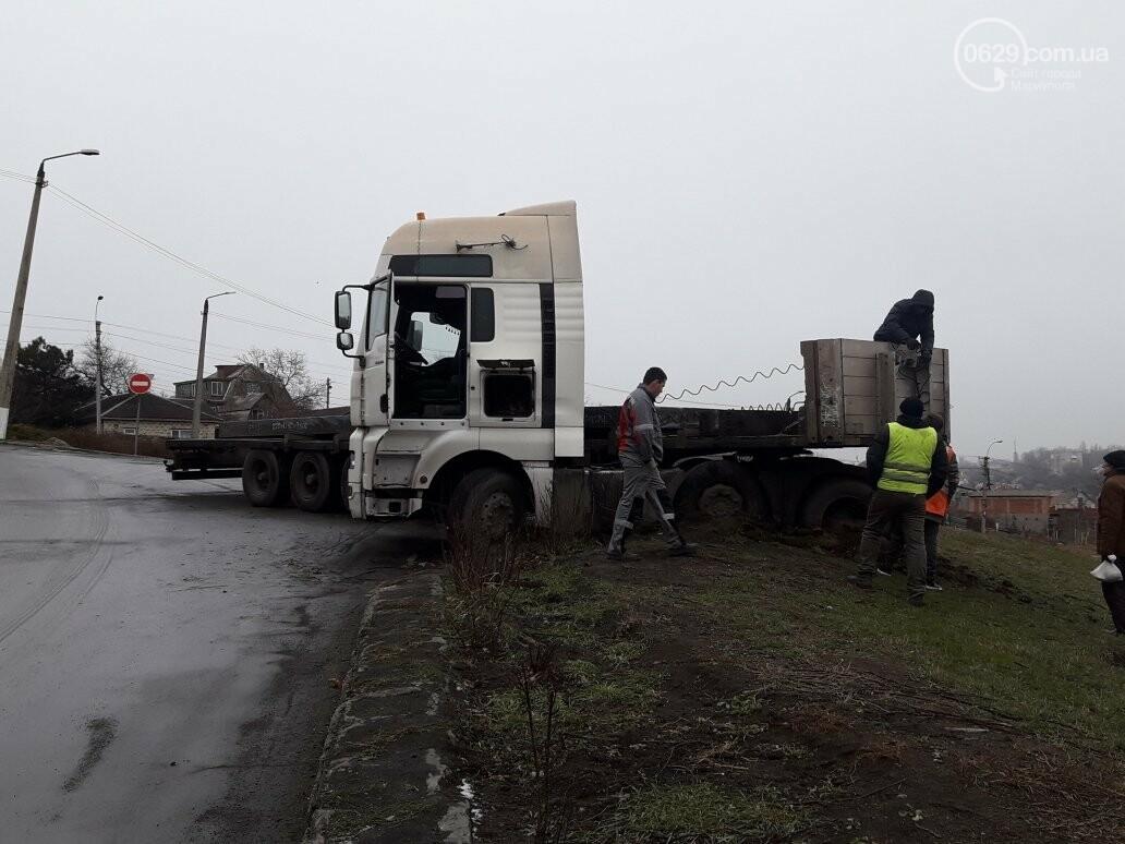 В Мариуполе длинномер с металлом на пути в порт сложился пополам, - ФОТО, фото-14