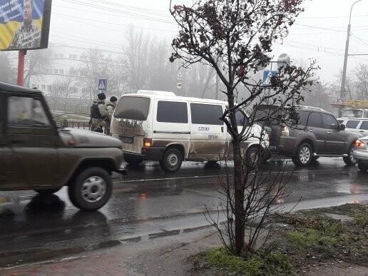 В Мариуполе микроавтобус полиции врезался во внедорожник, - ФОТО, ВИДЕО, фото-3