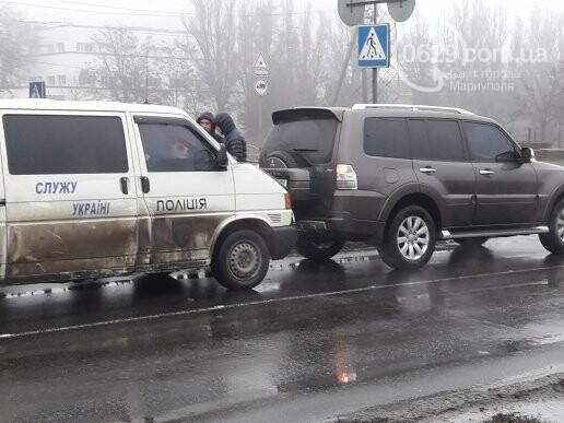 В Мариуполе микроавтобус полиции врезался во внедорожник, - ФОТО, ВИДЕО, фото-4