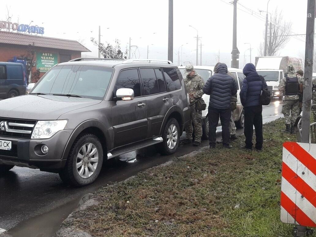 В Мариуполе микроавтобус полиции врезался во внедорожник, - ФОТО, ВИДЕО, фото-1