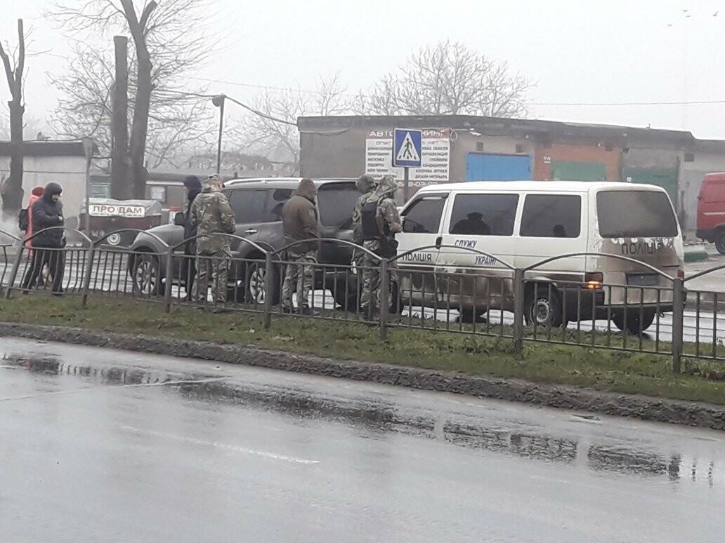 В Мариуполе микроавтобус полиции врезался во внедорожник, - ФОТО, ВИДЕО, фото-2