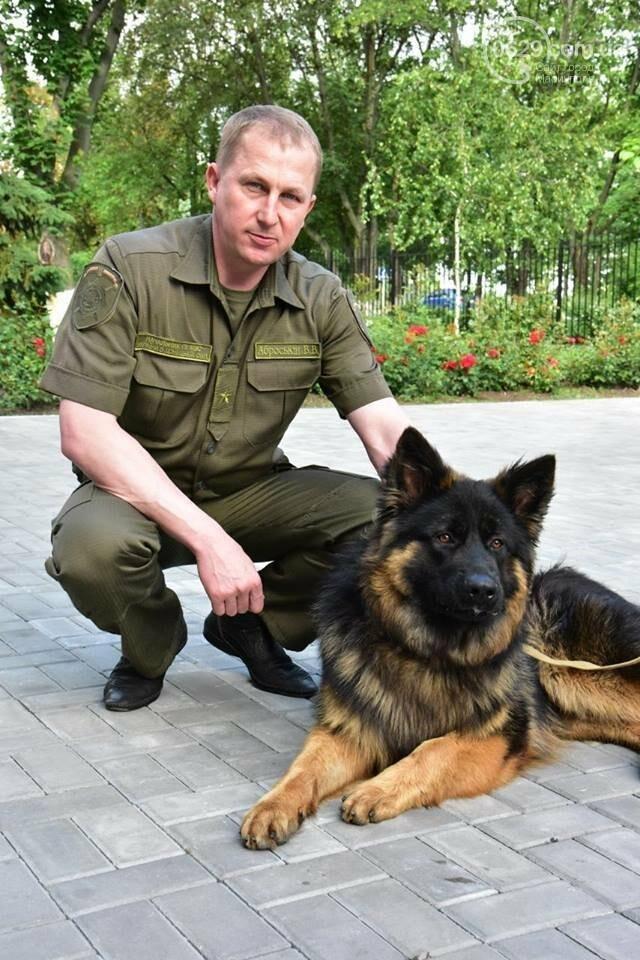 Самый известный пес Донецкой полиции остался без первого хозяина, фото-4